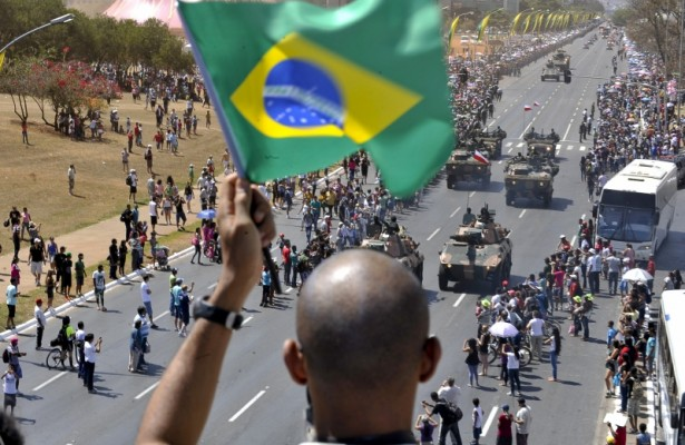 Agencia-Brasil-desfile-7-setembro-2012-brasilia