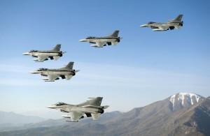 F-16 C D Block 50 M sobrevolando la majestuosa Cordillera de los Andes Foto FACh